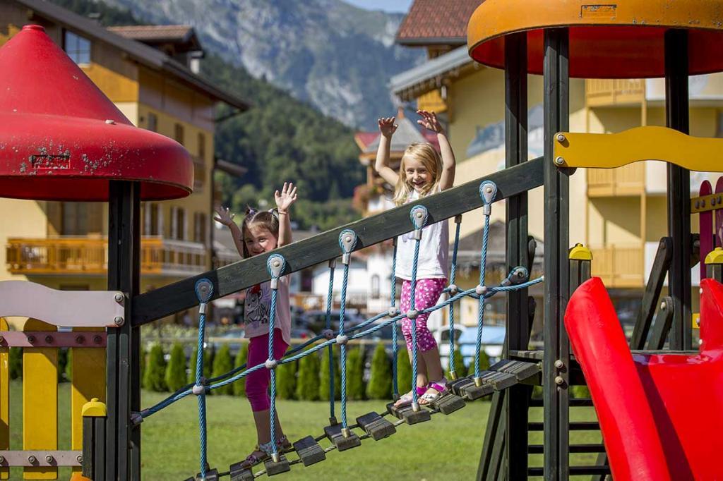 hotel-stella-alpina-andalo-hotel-con-parco-giochi-bambini