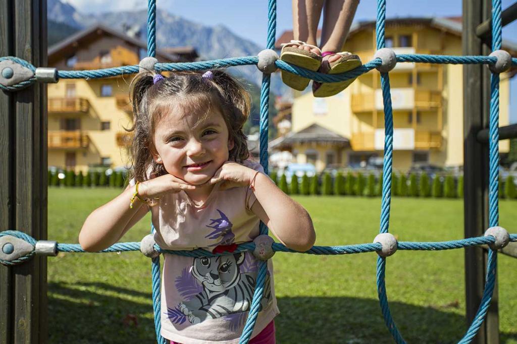 hotel-stella-alpina-andalo-hotel-con-parco-giochi-bambini3