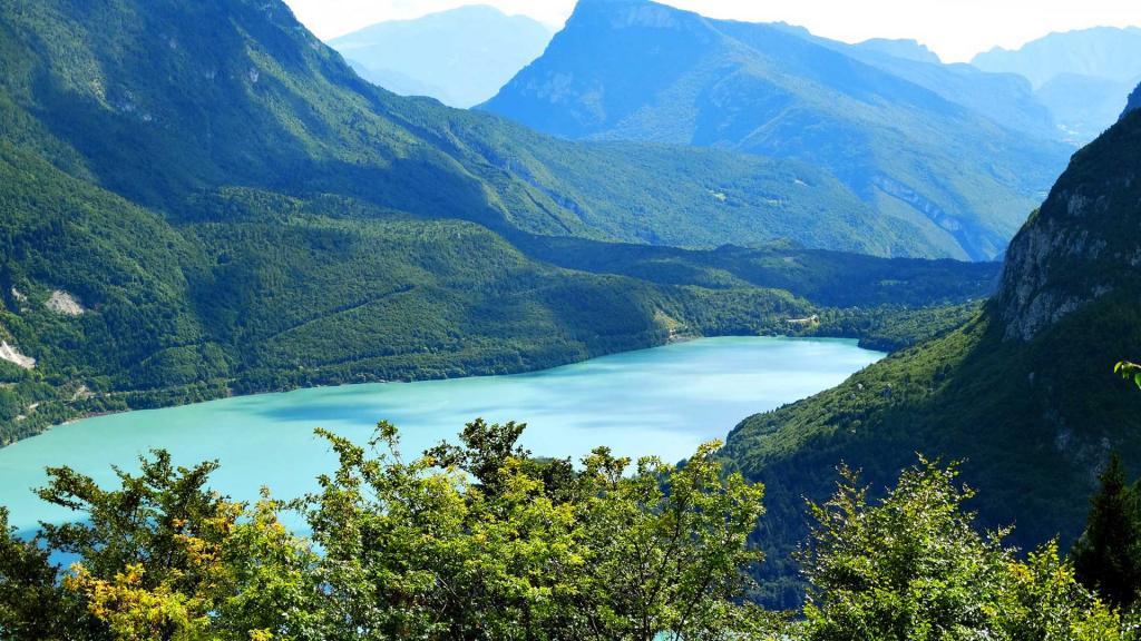 Lago-di-Molveno-in-estate Hotel-Stella-Alpina-Andalo